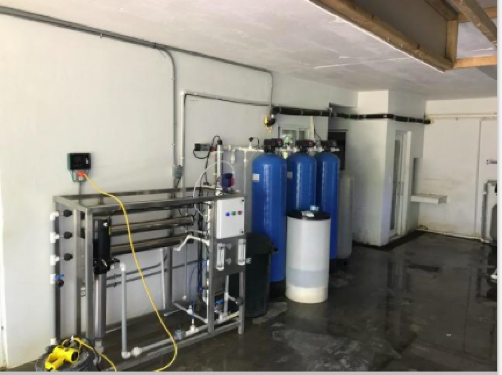 Business opportunity Operating modern facility State-of-the-art reverse osmosis filtration system Purified water business High-tech system \